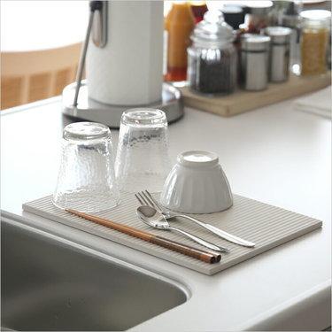 キッチンシンク周りにあると便利なおすすめ水切りかご9選 薄型やラック ...